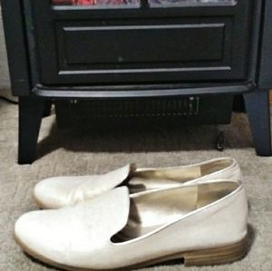 Bandolino Loafters Cream/Gold Canvas size …